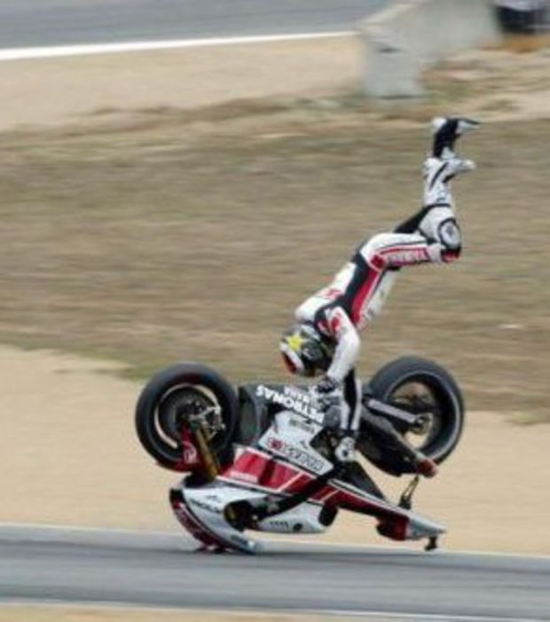 perfect-timing-terrible-chute-a-moto_143549_w620.jpg