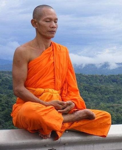 moine-bouddhiste-thailande.jpg