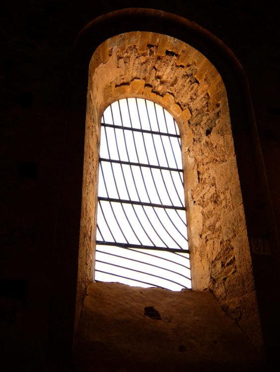 Abbaye-Conques-Soulages-13.thumb.jpg.2ac1b724c146af606178ff8f425486d3.jpg
